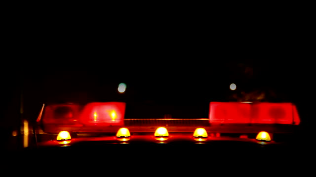 stockvideo's en b-roll-footage met red car siren at night - elektrische lamp
