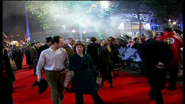 red carpet arrivals and interviews at 'the prestige' premiere; more of the same including jackman greeting nolan as he signs autographs for fans /... - 俳優 マイケル・ケイン点の映像素材/bロール