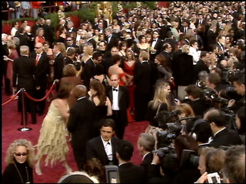 stockvideo's en b-roll-footage met red carpet at the 2005 academy awards at the kodak theatre in hollywood, california on february 27, 2005. - 77e jaarlijkse academy awards