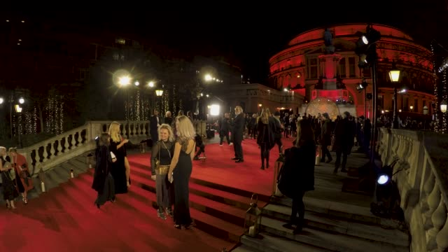 vídeos de stock, filmes e b-roll de red carpet timelapse at the fashion awards 2017 in partnership with swarovski shot by ming yeung at royal albert hall on december 4 2017 in london... - royal albert hall