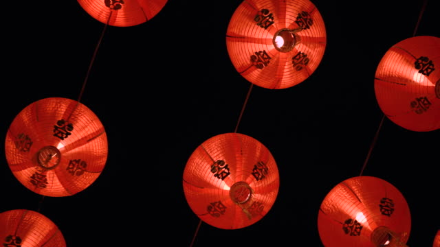 vídeos de stock e filmes b-roll de red chinese lantern in chinese new year 2020 festival in chinatown at bangkok, thailand - chinese culture