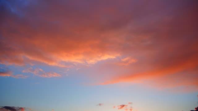 vidéos et rushes de nuages rouges - ciel seulement