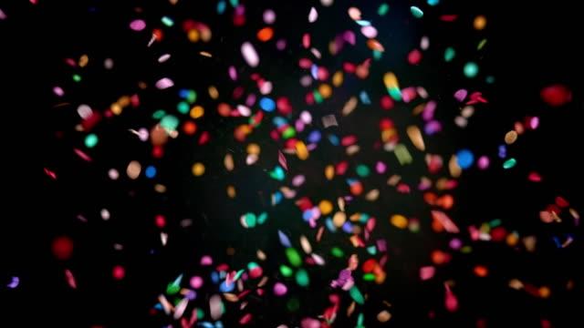 stockvideo's en b-roll-footage met slo mo ld rode confetti ballon popping en het vrijgeven van de confetti - confetti
