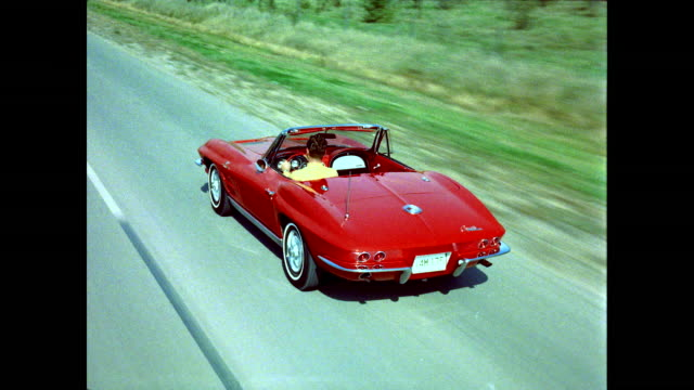 vídeos de stock e filmes b-roll de red corvette stingray convertible driving, follow shot - carro descapotável
