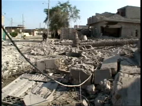 red cross cruelty comments/ fallujah graves/ attacks; itn lib recent iraq: fallujah: ext us marines standing among rubble following battle for city... - al fallujah bildbanksvideor och videomaterial från bakom kulisserna