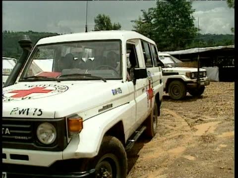 red cross vehicle full of children leaving civil war refugee compound rwanda - 赤十字社点の映像素材/bロール