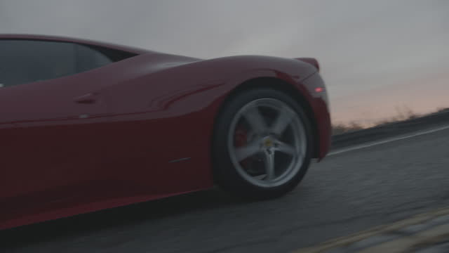 red ferrari - 高級車点の映像素材/bロール