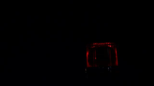 rotes blinken - einsatzsirene stock-videos und b-roll-filmmaterial