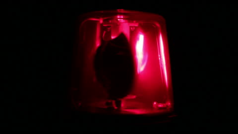 stockvideo's en b-roll-footage met red flashing warning siren light - emergency services - bord in geval van nood