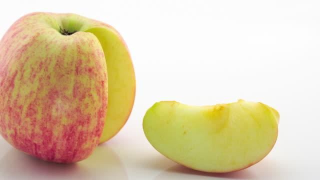 rote frische reife äpfel - apfel stock-videos und b-roll-filmmaterial