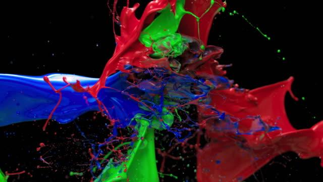 slo moレッド、グリーン、ブルーのペイント衝突ミックス - 塗る点の映像素材/bロール
