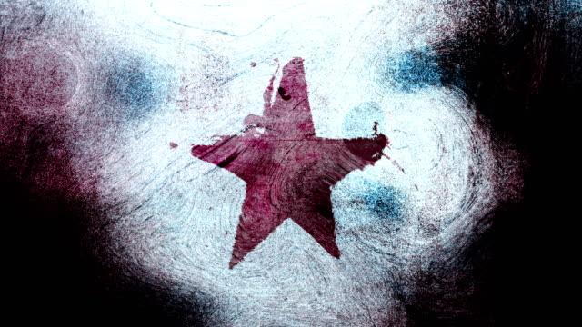 stockvideo's en b-roll-footage met rode grunge stervorm symbool op een hoog contrastrijke grungy en vuile, verontruste en vlekken muur 4k video achtergrond met swirls street stijl voor de concepten van populariteit, beroemdheden, roem, hollywood, reputatie, glorie, overgangen en titels. - star shape