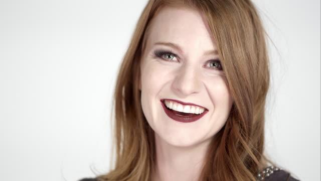 vidéos et rushes de red head girl on white screen - rouge à lèvres rouge