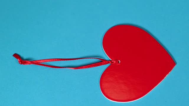 vídeos y material grabado en eventos de stock de red heart shape in movement on a blue background. - inseminación artificial