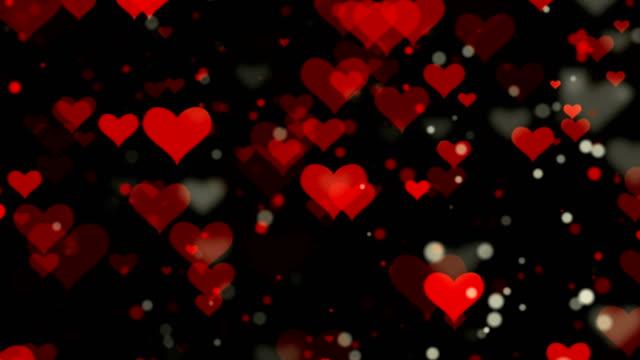 vídeos de stock, filmes e b-roll de 4k coração vermelho formas loopable fundo - símbolo do coração