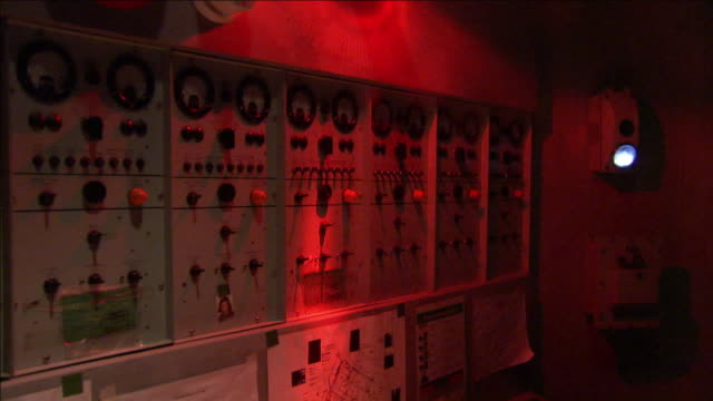 a red light rotates in a control room. - pannello di controllo video stock e b–roll