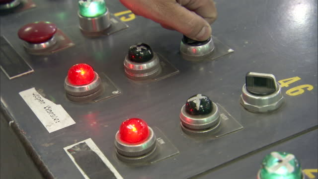 red lights light up with the turn of a knob. - pannello di controllo video stock e b–roll