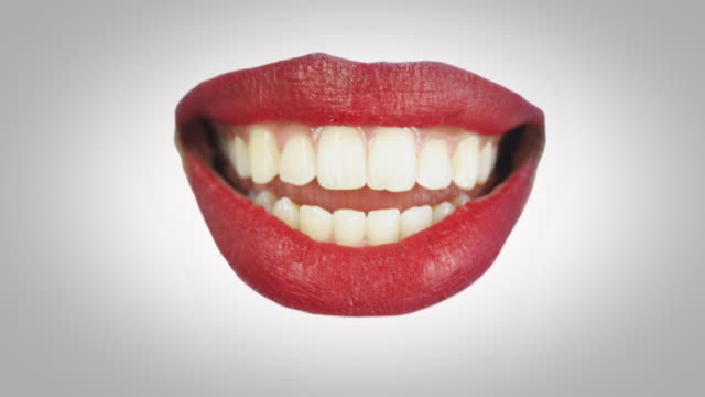 stockvideo's en b-roll-footage met red lips talking - menselijke lippen