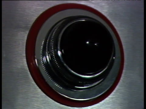 vídeos y material grabado en eventos de stock de red on-air light flashes on; 1980s - señal de advertencia