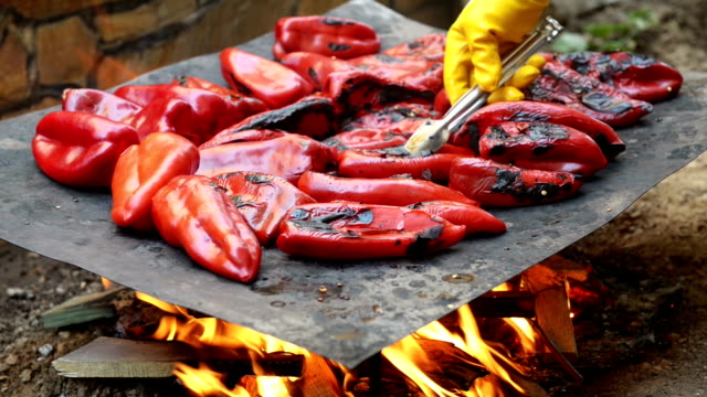 MONTAGE: Red peppers grill