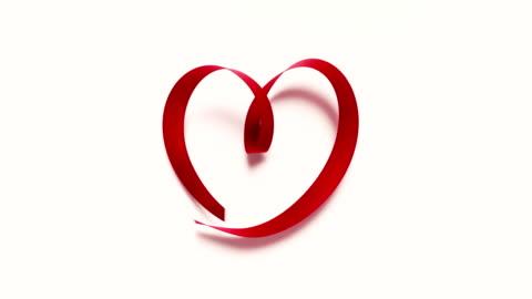 vídeos y material grabado en eventos de stock de cinta roja formando forma de corazón sobre fondo blanco 4k de resolución - escarapela