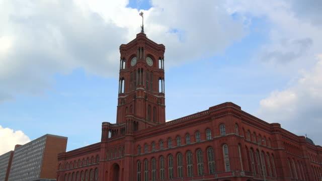 red town hall, berlin, germany - rathaus bildbanksvideor och videomaterial från bakom kulisserna