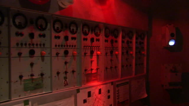 a red warning light flashes in a control room. - pannello di controllo video stock e b–roll