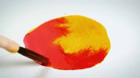 vídeos y material grabado en eventos de stock de red watercolour paint mixed with yellow - arte