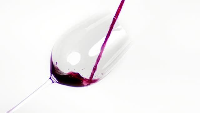 vídeos y material grabado en eventos de stock de vino tinto vertido en vidrio cinemagraph - llenar