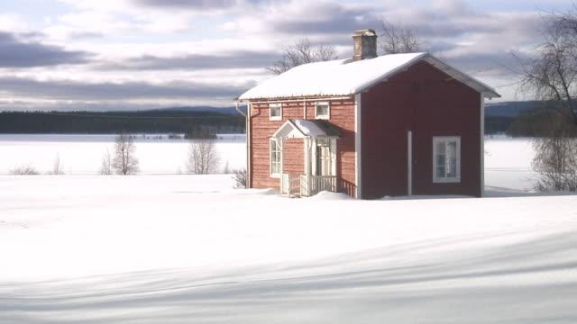 vidéos et rushes de red wooden house norrland sweden. - ensoleillé