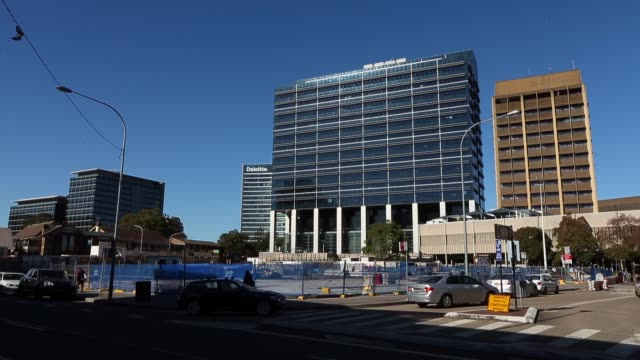 vidéos et rushes de redevelopment of a block in macquarie street next to the sydney water office in central parramatta on june 03, 2015 in sydney, australia. parramatta... - office block exterior
