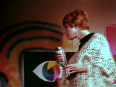 vídeos de stock e filmes b-roll de 1969 redheaded woman holding cigarette + spray paint can dancing at party / educational - hippie