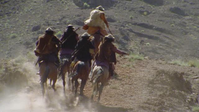 ha ws reenactment crusaders riding on horseback through valley / iran - historische kleidung traditionelle kleidung stock-videos und b-roll-filmmaterial