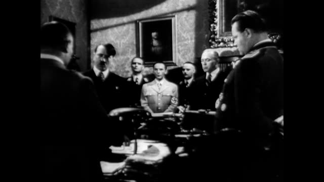 vidéos et rushes de / reenactment of hitler and his generals in an opulent room talking hitler and his nazi officers on january 01 1945 in germany - 1945