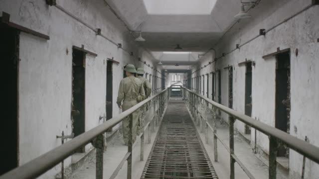 ws re-enactment of prison guard guarding at hoa lo prison / eastern state penitentiary historic site, philadelphia, pennsylvania, united states - fucile video stock e b–roll