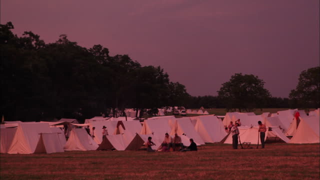 ms reenactment sunset over tents in encampment at battle of gettysburg - gettysburg stock videos & royalty-free footage