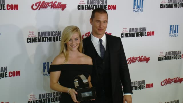 vídeos y material grabado en eventos de stock de reese witherspoon and matthew mcconaughey at the 29th annual american cinematheque award presented to reese witherspoon at the hyatt regency century... - premio american cinematheque