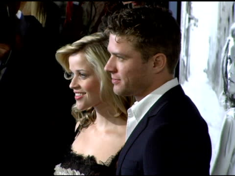 vídeos y material grabado en eventos de stock de reese witherspoon and ryan phillippe at the 20th century fox's 'walk the line' premiere at the opening night gala of the 2005 afi fest at the... - arclight cinemas hollywood