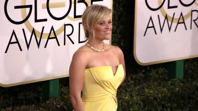 reese witherspoon at 74th annual golden globe awards arrivals at 74th annual golden globe awards arrivals at the beverly hilton hotel on january 08... - ビバリーヒルトンホテル点の映像素材/bロール