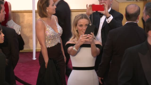 stockvideo's en b-roll-footage met reese witherspoon at 87th annual academy awards - arrivals at dolby theatre on february 22, 2015 in hollywood, california. - dolby theatre