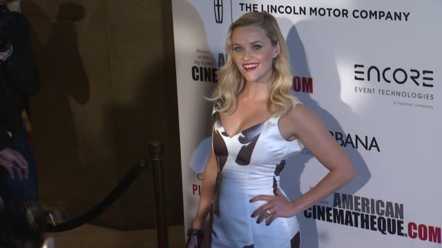 vídeos y material grabado en eventos de stock de reese witherspoon at the 28th american cinematheque award honoring matthew mcconaughey at the beverly hilton hotel on october 21 2014 in beverly... - premio american cinematheque