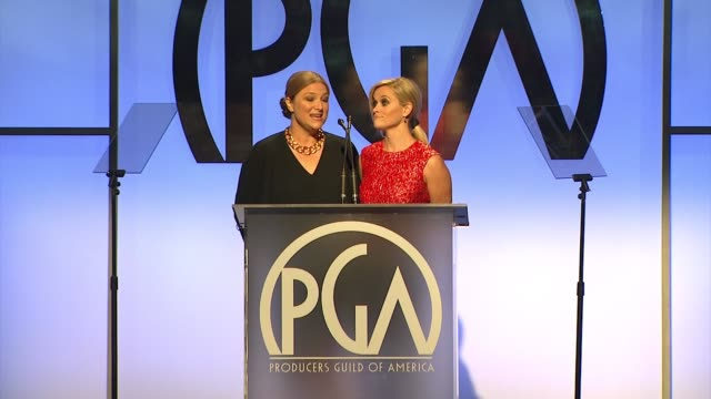vidéos et rushes de reese witherspoon, bruna papandrea at 26th annual producers guild awards in los angeles, ca 1/24/15 - producer's guild of america awards