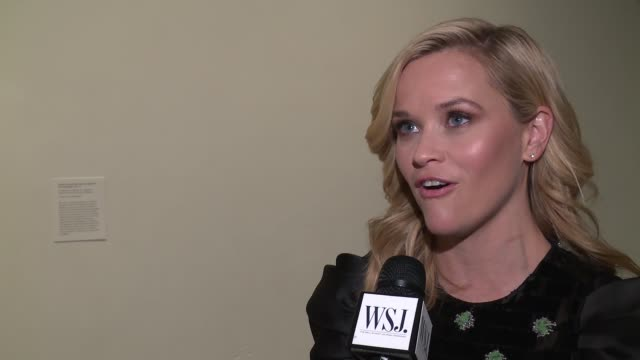 stockvideo's en b-roll-footage met reese witherspoon discusses what makes an innovator at wsj magazine 2017 innovator awards at moma on november 1, 2017 in new york city. - interview ruw materiaal