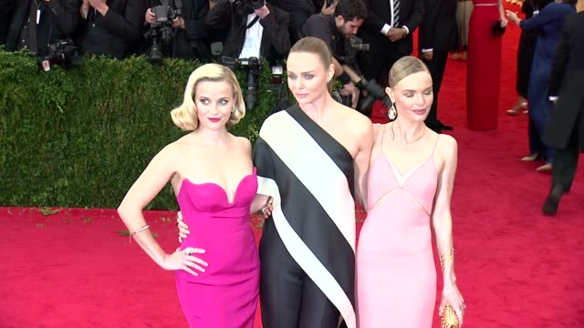 reese witherspoon stella mccartney kate bosworth at charles james beyond fashion costume institute gala arrivals at the metropolitan museum on may 05... - stella mccartney marchio di design video stock e b–roll
