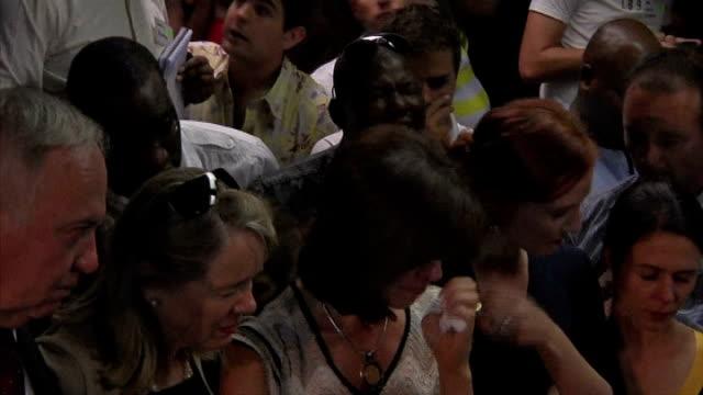 reeva steenkamp death oscar pistorius granted bail pistorius family members crying in court henke pistorius - リーバ・スティンカンプ点の映像素材/bロール