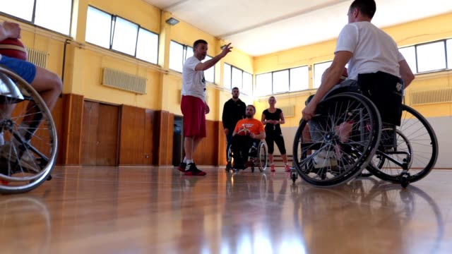 referee explaining the rules to wheelchair basketball players before the game - explaining stock videos & royalty-free footage