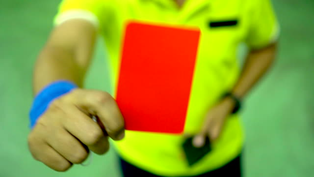 vídeos de stock e filmes b-roll de referee hands showing red card : slow motion - carta de baralho