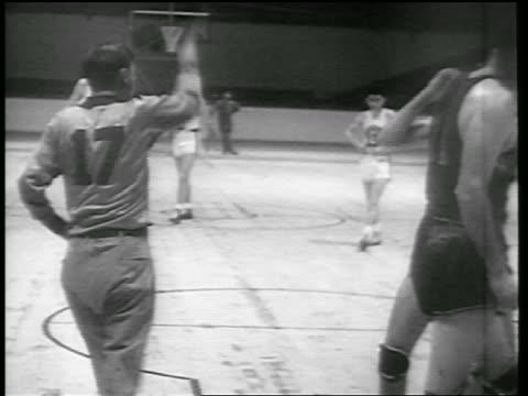 B/W 1946 referee raising arm in game / Huskies vs Knicks / Toronto / newsreel