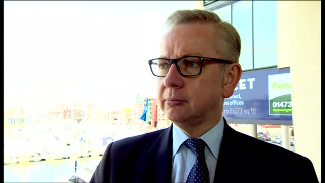 boris johnson and michael gove in ipswich england suffolk ipswich ext michael gove mp in passenger seat of car as leaving building/ boris johnson mp... - michael gove stock-videos und b-roll-filmmaterial