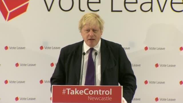 vidéos et rushes de referendum campaign: boris johnson newcastle speech; england: newcastle: int boris johnson mp speech sot - brussels is corrupt, too many regulations... - newcastle upon tyne